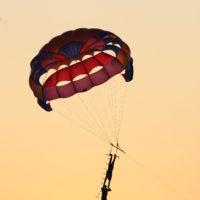 9. Rippel Rekord - 2010. Július 10.  Tiszafüred, Halasnapok, 20-40 méteres magasságban egyensúlyozva, Viktor tenyerén tartotta a kézen álló Ferencet, miközben a motoros hajó 65 km/órás sebességgel vontatta az ejtőernyőt, 2 perc, 52 másodpercig.